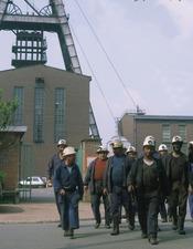 Sortie du personnel de la fosse Arenberg à Wallers années 1970_PourleWeb.jpg